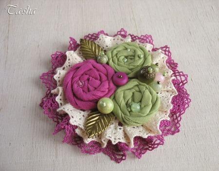 "Брошь ""Лесная малина"" бохо цветок фуксия салатовый ручной работы на заказ"