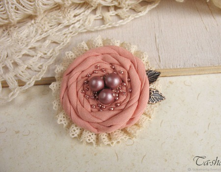 """Брошь из ткани """"Кремовая роза"""" бохо стиль ручной работы на заказ"""