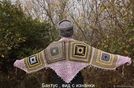 Вязаный шерстяной комплект: вязаный бактус, шапка-кубанка, вязаные митенки ручной работы на заказ