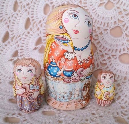 "Матрёшка-семейка ""У самовара я и моя Маша"" ручной работы на заказ"