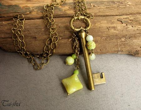 """Кулон подвеска бохо стиль """"Винтажный ключик"""" на цепочке желтый зеленый ручной работы на заказ"""