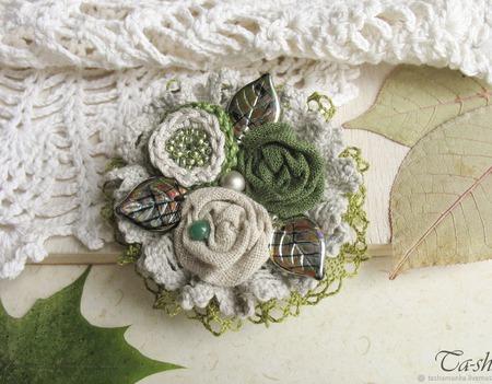 """Брошь из ткани """"Иней на траве"""" бохо зелёный серый цветок ручной работы на заказ"""