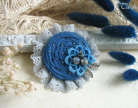"""Брошь бохо """"Голубое озеро"""" цветок из ткани синий ручной работы на заказ"""
