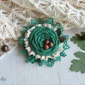 """Брошь из ткани цветок """"Орешник"""" бохо зеленый"""