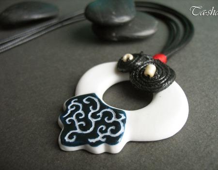 """Кулон керамический """"Китайский узел"""" подвеска черно-белая ручной работы на заказ"""