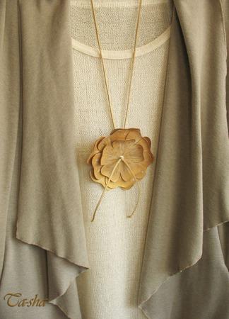 """Кулон из кожи """"Gold flower"""" бохо подвеска цветок бежевый золотой ручной работы на заказ"""