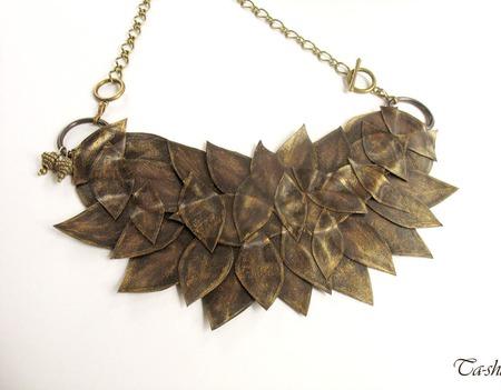"""Колье из кожи """"Листья в бронзе"""" коричневое подвеска чокер ручной работы на заказ"""
