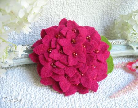 """Брошь цветок """"Гортензия фуксия"""" украшение малиновое ручной работы на заказ"""