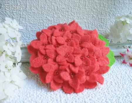 """Брошь цветок """"Гортензия коралловая"""" ручной работы на заказ"""