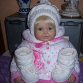 Нарядный комплект для малыша (пинетки и шапочка)