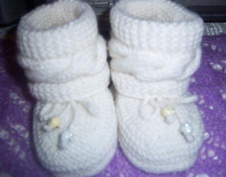 Нарядный комплект для малыша (пинетки и шапочка) ручной работы на заказ