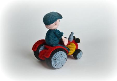 Трактор и веселый фермер Бауэр ручной работы на заказ