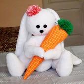 Зайка с морковкой 45 см