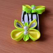 Заколка бабочка из атласных лент канзаши