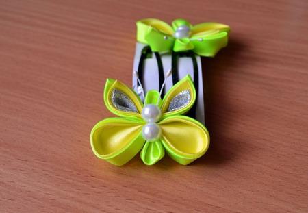 Заколка бабочка из атласных лент канзаши ручной работы на заказ