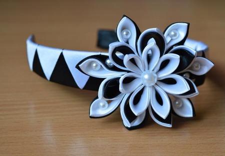 Комплект украшений из атласных лент канзаши ручной работы на заказ