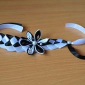 Браслет с цветком из атласных лент канзаши