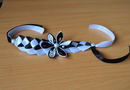Браслет с цветком из атласных лент канзаши ручной работы на заказ