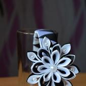 Ободок с цветами из атласных лент канзаши