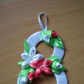 Открытка к 8 Марта с цветами из атласных лент канзаши
