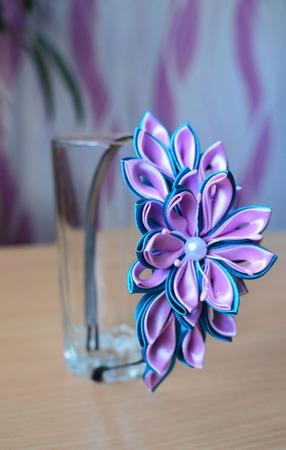 Ободок с цветами из атласных лент канзаши ручной работы на заказ
