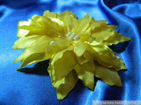 Желтая лилия ручной работы на заказ
