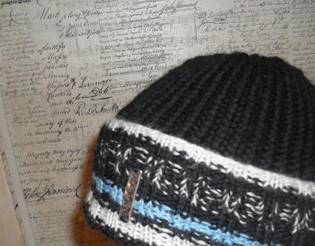 "Вязаная шапка ""Life"" ручной работы на заказ"