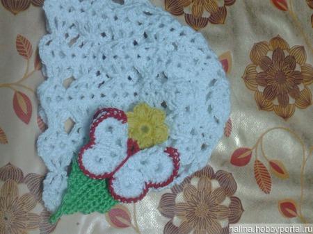Шапочка с бабочкой и цветочком с листочком ручной работы на заказ