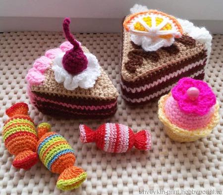 Пирожные, конфеты, кексы вязаные. ручной работы на заказ