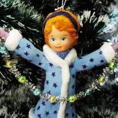 Ватная елочная игрушка - девочка с гирляндой