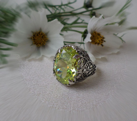 Винтажное кольцо с крупным камнем ручной работы на заказ