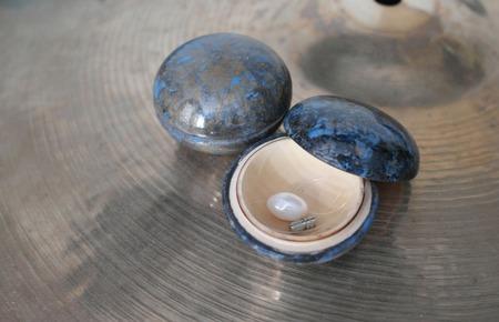 Жемчужина на леске-невидимке (вместе со шкатулкой) ручной работы на заказ