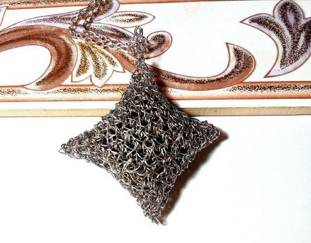 Лаконичный кулон ручной работы на заказ