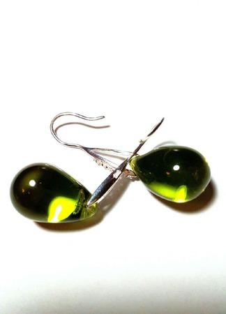Серьги из серебра и чешских стеклянных бусин — зеленые ручной работы на заказ