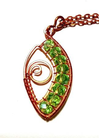 Кулон из медной проволоки «Зеленые глаза» ручной работы на заказ