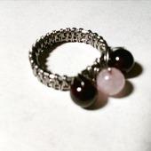 Кольцо с гранатами и розовым кварцем