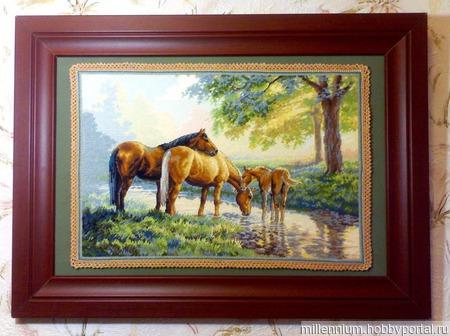 Лошади у источника ручной работы на заказ
