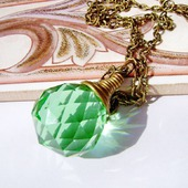 Кулон-кристалл зелёный