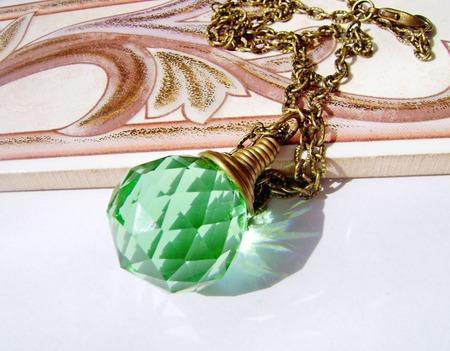 Кулон-кристалл зелёный ручной работы на заказ