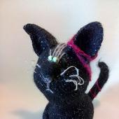 Кот Черный Бриллиант - вязаный сувенир