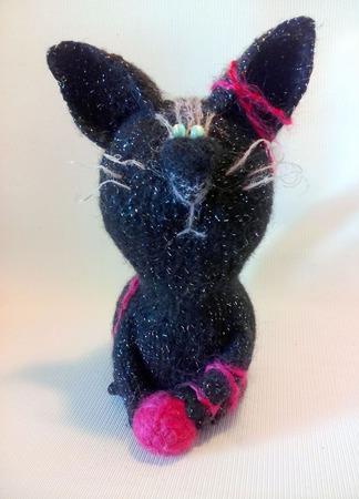 Кот Черный Бриллиант - вязаный сувенир ручной работы на заказ