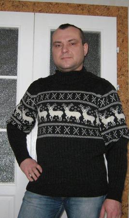 Мужской свитер с оленями ручной работы на заказ