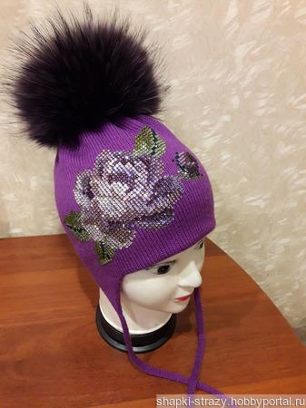 Зимняя шапочка с авторским декором из страз ручной работы на заказ