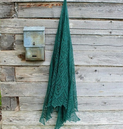 Красивая шаль спицами ручной работы на заказ