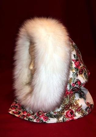 Капор с опушкой из русского платка,зимний ручной работы на заказ