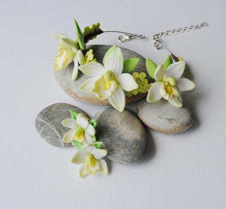 """Браслет и серьги """"цветы ванили"""", полимерная глина ручной работы на заказ"""