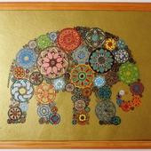 Слон в узорах