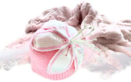 Шапка вязаная для девочки Белая Лилия ручной работы на заказ