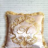 Подушка с вышивкой декоративная бархат