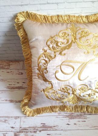 Подушка с вышивкой декоративная бархат ручной работы на заказ